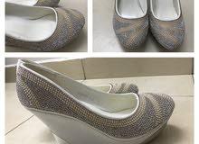 حذاء كعب مناسب للعرائس