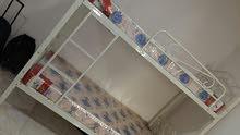 سرير طابقين مع دوشكين ضغط عالي للبيع استعمال 7 أشهر تقريبا