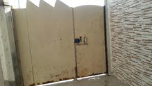 بيع باب كراج 2متر ونصف حديد ثقيل يحتاج شغل قليل