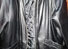 جاكيت جلد طبيعي وارد تركيا يلبس من 70 ل 100 كيلو بحاله فوق الممتازة