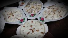 حلويات لذيذه من ضمنها بقلاوه بأيادي عمانيه