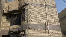 للبيع بيت بحي الحسين قريب شارع كربله وشارع محلات الملعب ثاني بيت عن الشارع العام