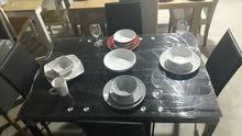 طاولة اكل زجاج لون اسود مع عدد 4 كراسي