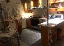 للبيع كاونتر خشب  hdf+ طباخ + ميز طعام مع كراسي