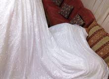 فستان زفاف للبيع بسعر مغري