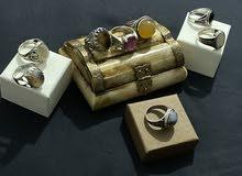 مجموعه من الخواتم من الفضه والأحجار الكريمة