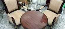 كرسيين مع طاولة