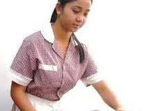 خادمة وعاملة منزلية
