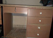 مكتب خشب بحالة ممتازة للبيع