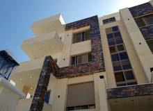 شقة فاخرة اقساط في اجمل مناطق مرج الحمام((دوار الاتصالات)) ومن المالك مباشرة