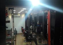 مطلوب حلاق  للعمل بنسبة او ضمان كرسي ب عمان الغربية