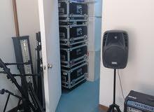 اضاءات وسماعات و دي جي وآلات موسيقية جديدة للبيع تصفية محل