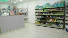 صيدلية جاهزة بالكامل للبيع او المشاركة في الزرقاء