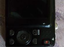 كاميرا نيكون معاها شاحن اصلي بس فيها كسرة صغيرة في الشاشة