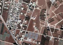 ارض للبيع في اليادوده-قرب اسكان الصيادله يوجد خدمات فيها  تقع على ثلاث شوارع- قطعه مميزه.