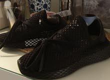 للبيع adidas اسود قياس 36us جديد