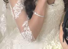 فستان عروس بذيل منفوش فخم