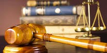 محام متخصص في كافة أنواع الدعاوي وأمام جميع محاكم السلطنة بكافة درجاتها