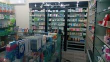 صيدلية للبيع او ديكور والادوية للبيع