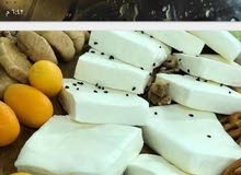 يوجد جبنه بيضاء مغليه نخب خير السنه حليب غنم 100٪ بالكزحه والمستكه والمحلب  وز