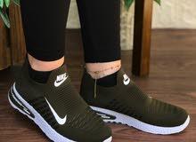 حذاء رياضي نسائي