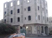 عمارة حجر للبيع على شارعين  مكونه من شقق سكنيه