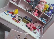 سرير ومكتبه