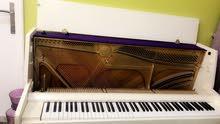للبيع بيانو أبيض ماركة kawai موديل ce-7 ياباني القاعده حديد ممتازه يحتاج دوزان فقط