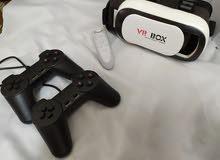 VR مع قبضتها لبيضاءواقبضتين سوداء