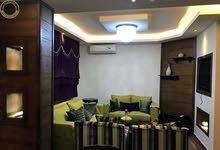 شقة مميزة للبيع في ام السماق 150م مع ترسات 80م بسعر 88000