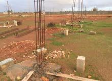 ست قطع في منطقة بوهادي على يمين البوابة على طريق معبدة وانارة