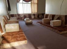 غرفة نوم نضيفة و مجلس جميل للبيع بسعر حلو