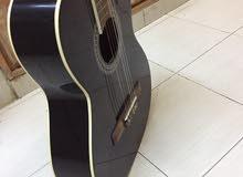 جيتار كلاسيك نظيف لونه اسود