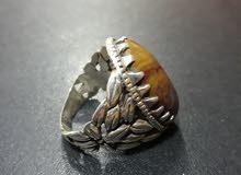 للبيع خاتم عقيق أصلي يمني مميز و مصنعية فضة مميزة