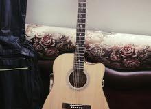 Guitar ACOUSTIC للبيع بسعر مناسب