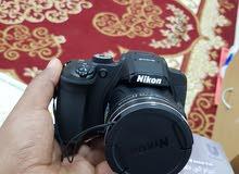 كاميرا نيكون b700 مع حامل للتصوير وكارت ميموري وعدسات