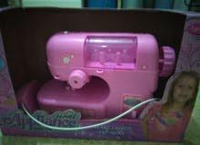 لعبة ماكينة آلة الخياطة للفتيات بحالة جيدة للبيع