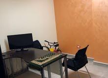 مكتب مفروش