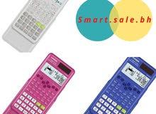 آلات حاسبة بألوان مختلفة وجميلة