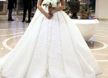 فستان زفاف فاخر للبيع