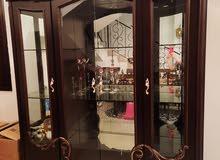خزانة عرض للبيع