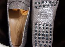 حذاء ماركة TOD'S مصنوع من جلد الحية مقاس 7 و 6.5
