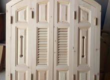 نجار لصيانة الموبيليا و الأبواب الخشبية