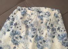 تنورة قصيرة جميلة الون