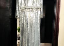 فستان سهرة جديد  كما يظهر بالصورة