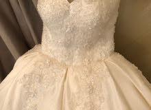 فستان عروس لبسه واحده للبيع