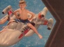قارب سباحة علي شكل طائرة