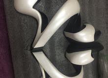 حذاء ليدى جاجا تصميم فريد من نوعه