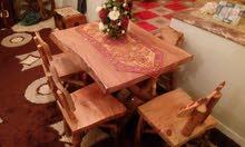 طاولة مع 4 كراسي خشب