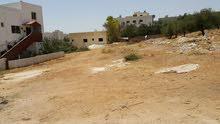 ارض سكنية بسعر مغري للبيع من المالك مباشرة قرب المدارس العالمية 2 طريق المطار